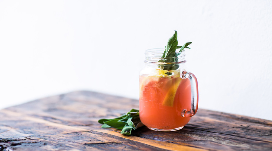 How to Create a Signature Cocktail for Your Wedding