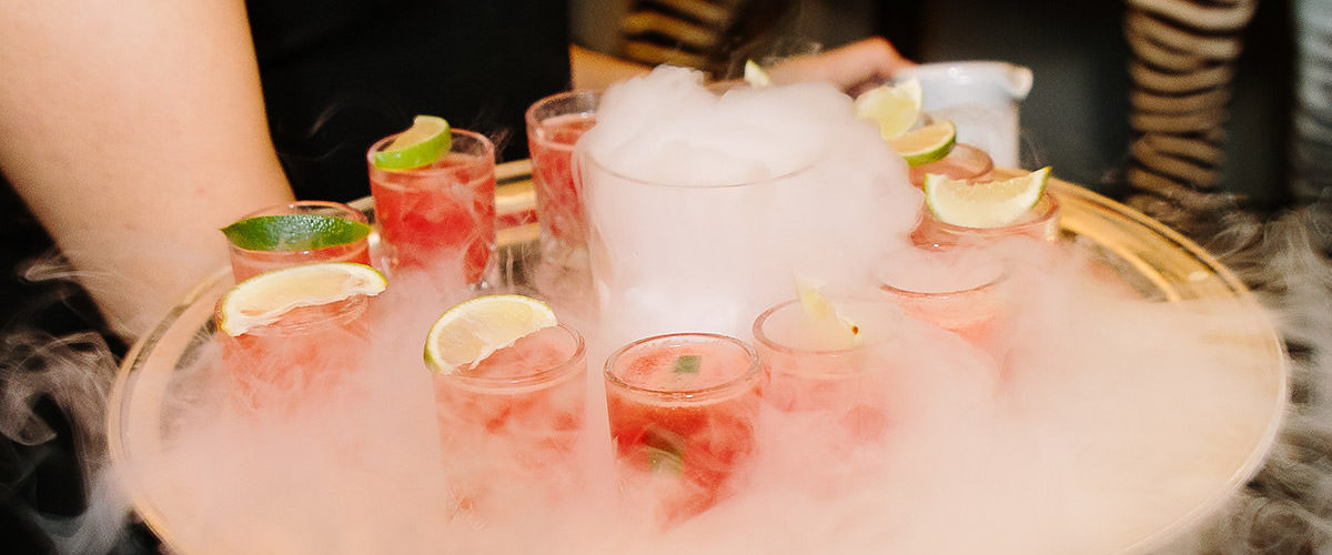 8 Reasons to Have a Mobile Bar at Your Wedding